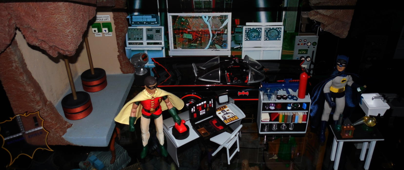 1/18 scale batcave diarama - WOW in Hot Wheels &- Mattel Bat ...